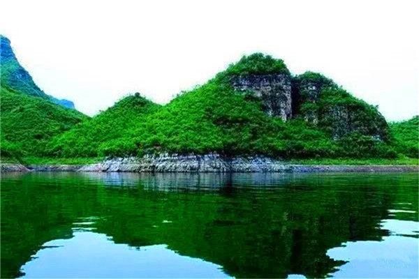 """旅游风景区以来,因与漓江风光相媲美,被称为""""北方小桂林""""."""