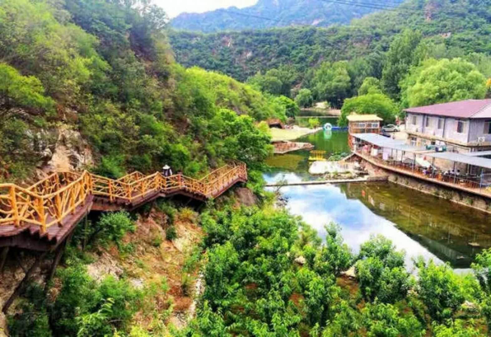 神堂峪自然风景区山峰险峻,怪石天成.